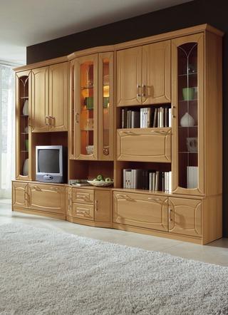 klassische wohnwand mit front in buchedekor