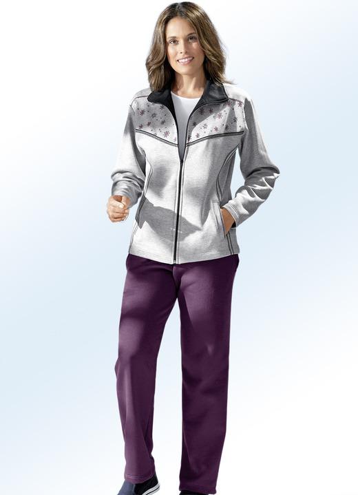 Freizeitanzug mit zwei Hosen in unterschiedlichen Farben