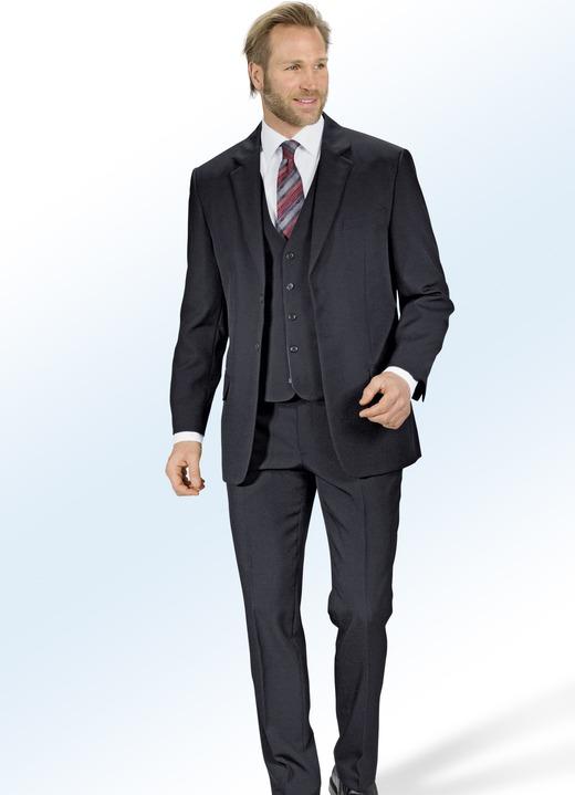 Entdecken Sie Designeranzüge für Herren in den Farben, Passformen und Mustern der Saison, wie den dunkelblauen Zweiteiler, schwarzen Smoking oder unseren anthrazitgrauen Anzug mit Weste. Krawatte und Einstecktuch sind die passenden Accessoires für Ihren gelungen Auftritt im Anzug.
