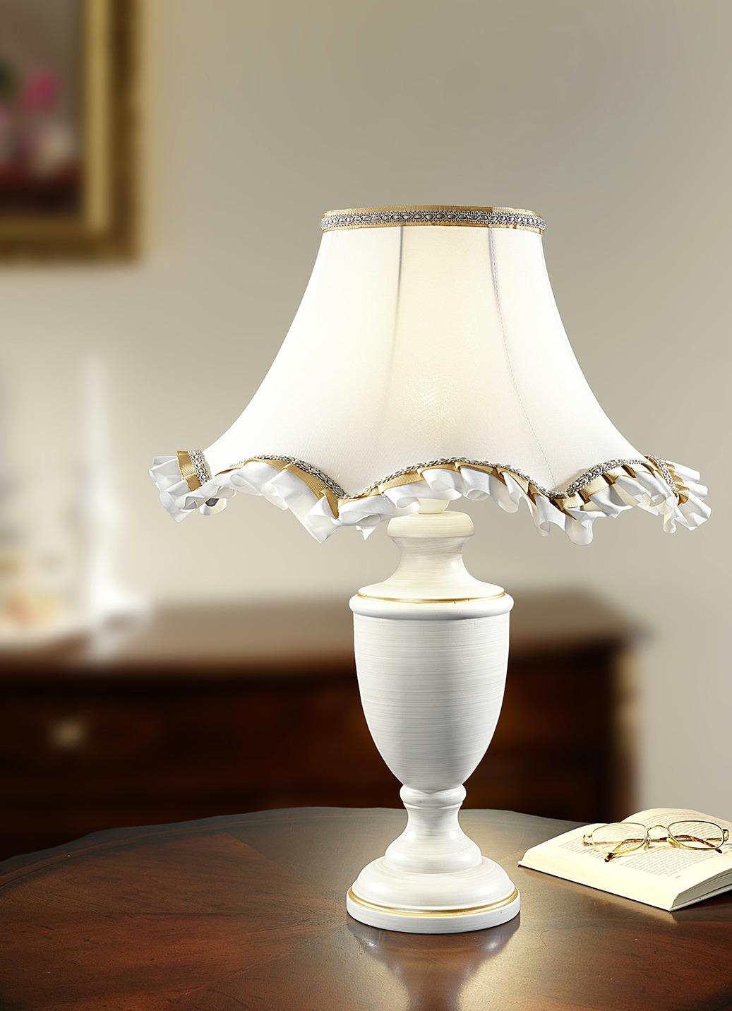 tischleuchte mit zauberhaftem schirm aus stoff lampen leuchten bader. Black Bedroom Furniture Sets. Home Design Ideas