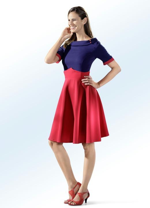 Kleid mit boot ausschnitt