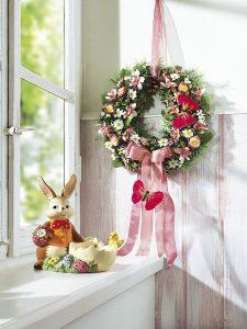 Wunderschöne, frühlingshaft gestaltete Dekorations-Accessoires mit Blumen - Geschmackvolle Osterdeko