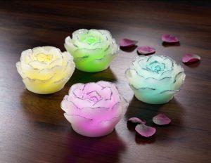 LED-Kerzen mit zartem Blüten - Muttertagsbrunch Rezepte