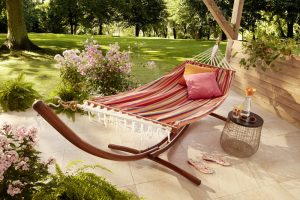 Verwandeln Sie Ihren Garten in eine Wohlfühl-Oase, in der diese pfiffige Schiffs-Hängematte - Selbstgemachte Bowle