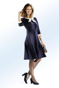 Zauberhaftes, marinefarbenes Kleid mit ecrufarbenem Einsatz und Besatz - Modetrends Herbst Winter 2017/18