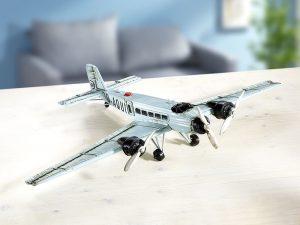 """Die """"Ju 52"""" wurde von Ernst Zindel mit patentierten Doppelflügeln und Wellblechbeplankung entwickelt - Modellautos sammeln"""