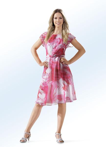 Kleid mit Gürtel in toller Faltenlegung - Modetrends Frühjahr 2019