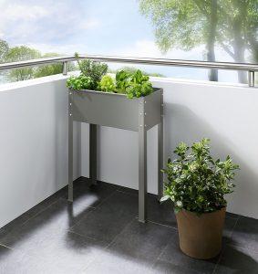 Metallhochbeet - Garten im Frühling