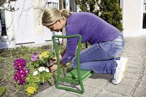 Knie-Stuhl zum Sitzen und Knien - Garten im Frühling