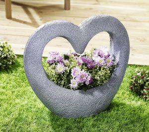 Pflanzschale Herz - Garten im Frühling