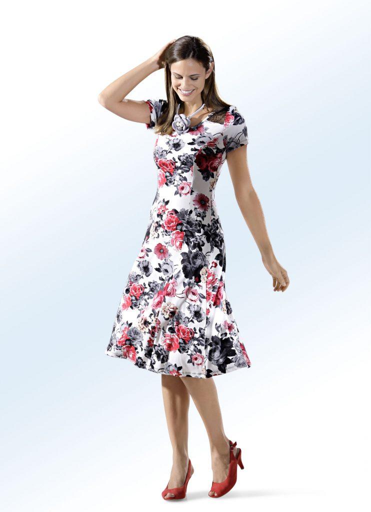 Kleid in schwingender Schlupfform - Leichte Stoffe für den Sommer